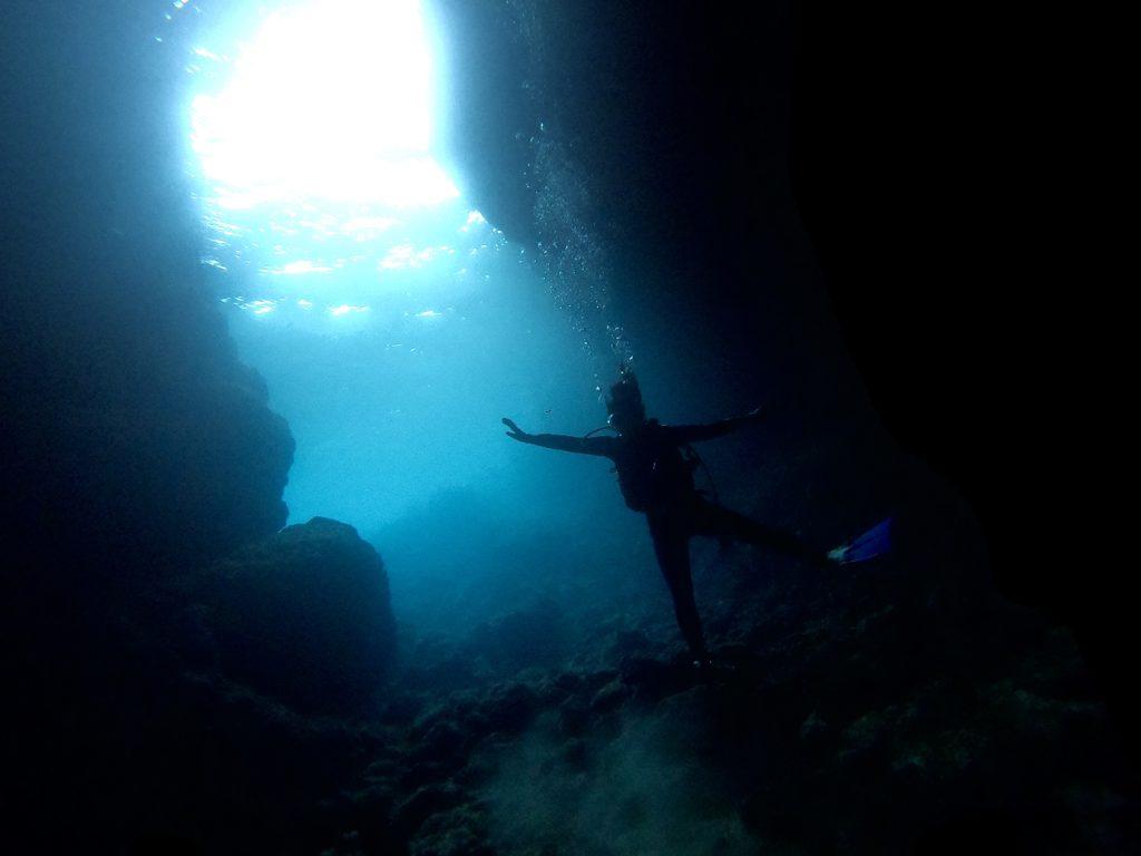 真栄田岬でダイビング